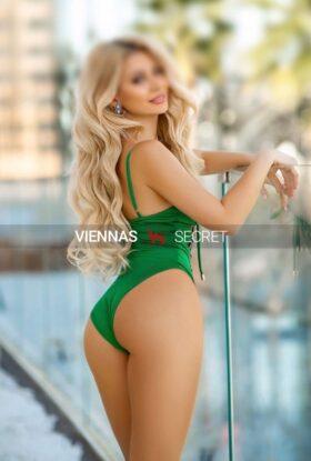 Amalia 22 – Sexy VIP escort girl
